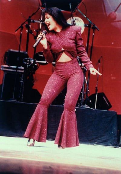 Selena Performing