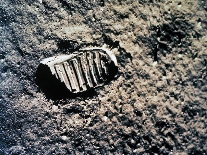 Apollo-astronaut-footprint-in-the-lunar-dust