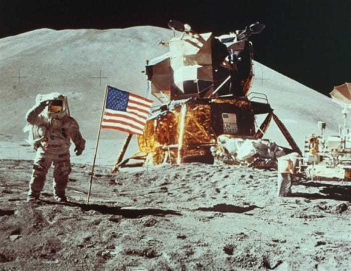 Neil-Armstrong-stepping-on-the-Moon