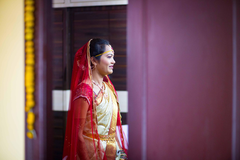 Indian girl wearing sari, India facts