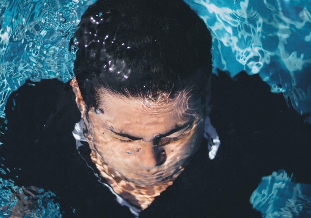 longest held breath swimming facts