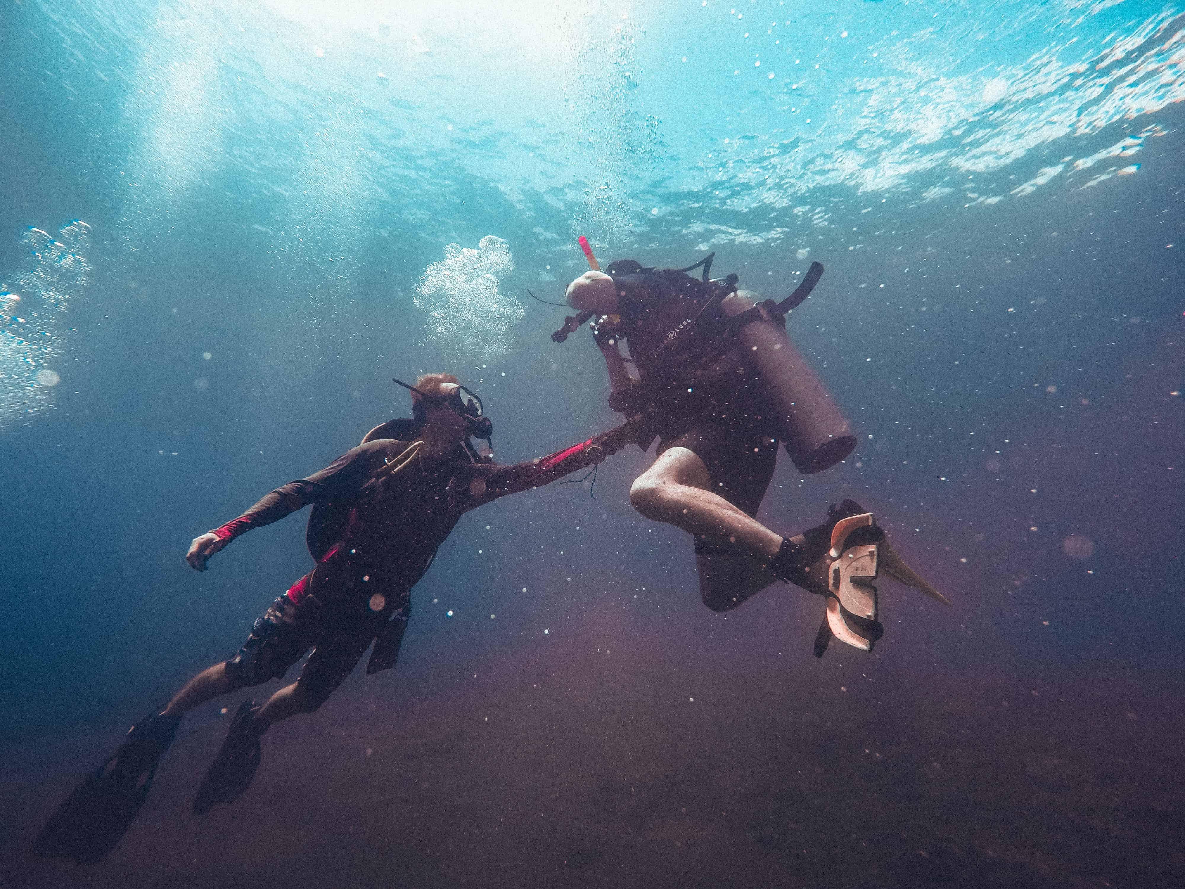 Scuba divers, Oxygen tanks, oxygen facts