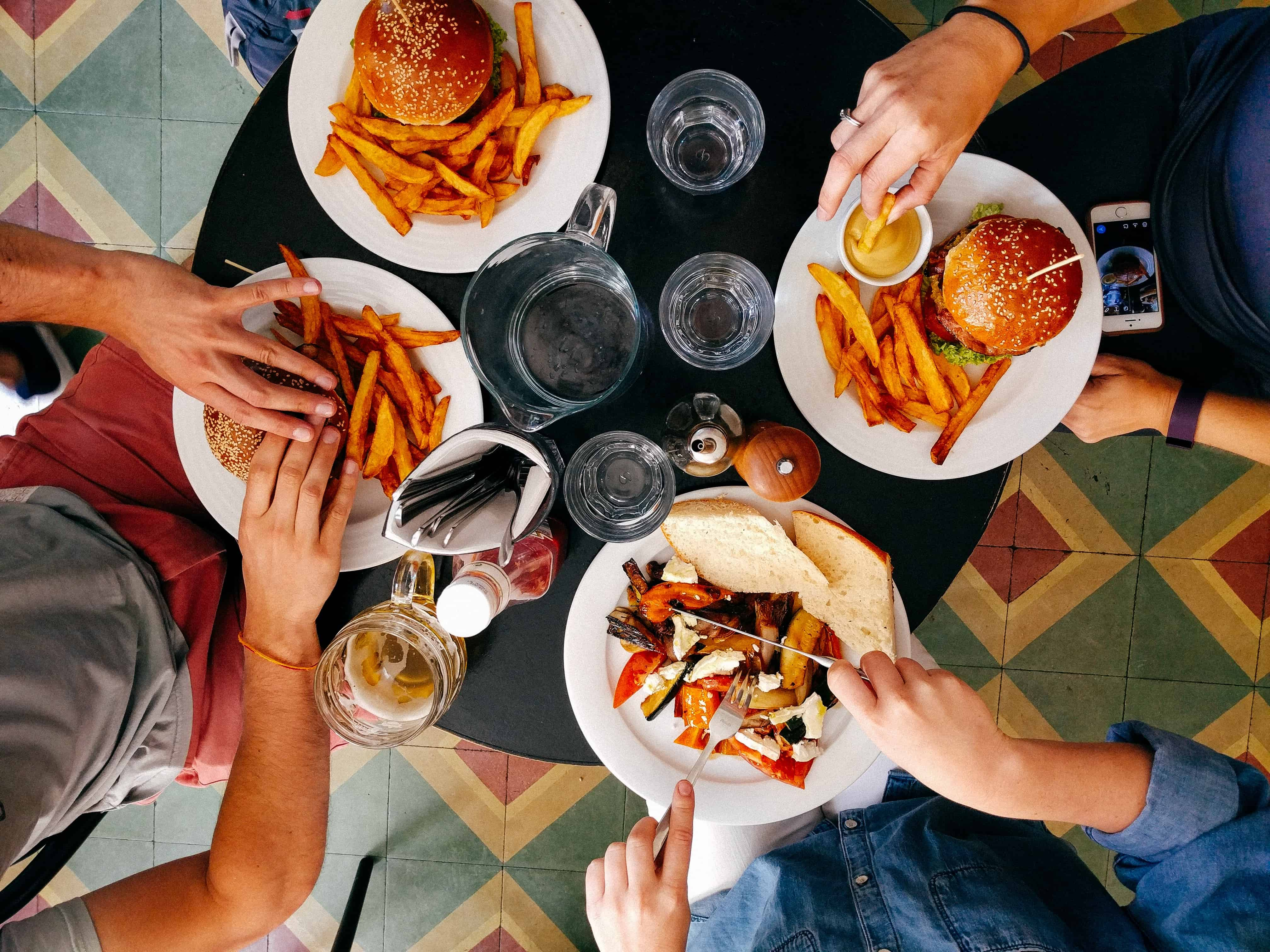 4 people eating burgers and fries, Food facts