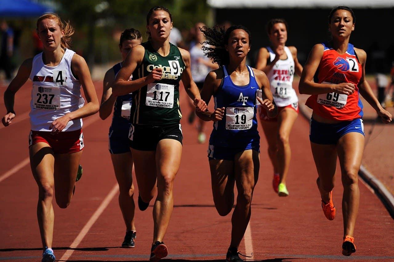 women running in marathon