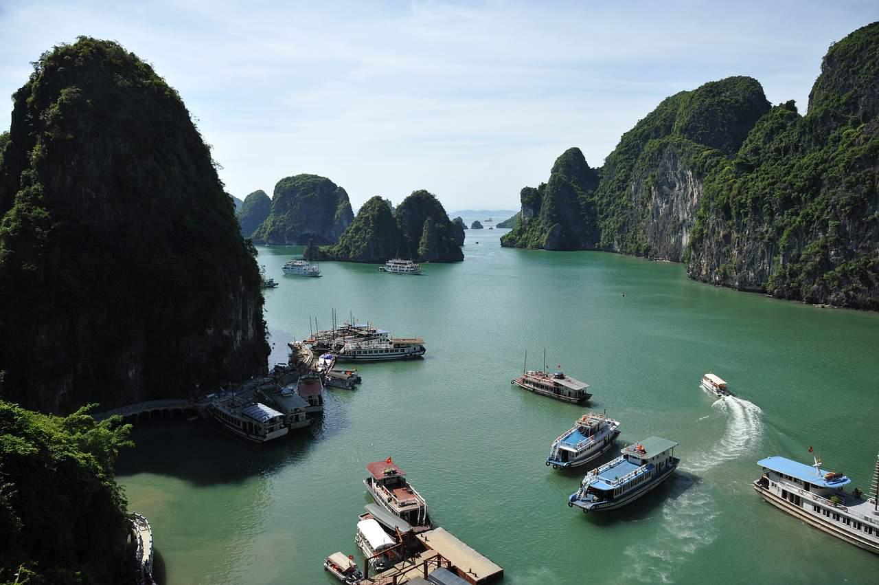 ha long bay vietnam, vietnam facts
