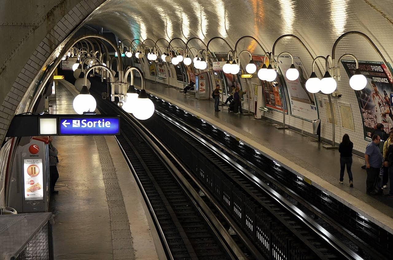 paris metro station, paris facts