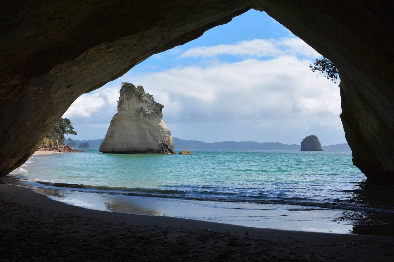 te hoho rock from the cathedral cove, new zealand