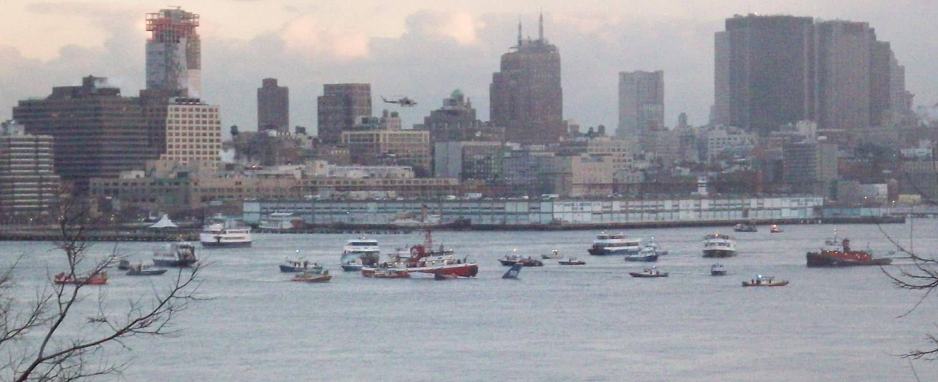 Boats surround the sinking US Airways Flight 1549 on the Hudson River, 2009 facts, historical events facts