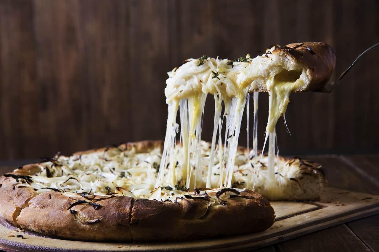 mozzarella cheese in pizza, pizza facts