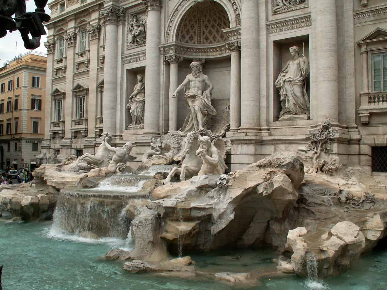 trevi fountain facts, landmarks facts
