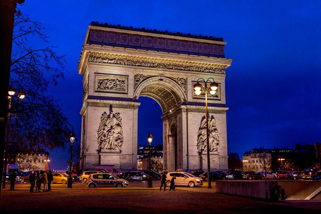 night, arc de triomphe facts