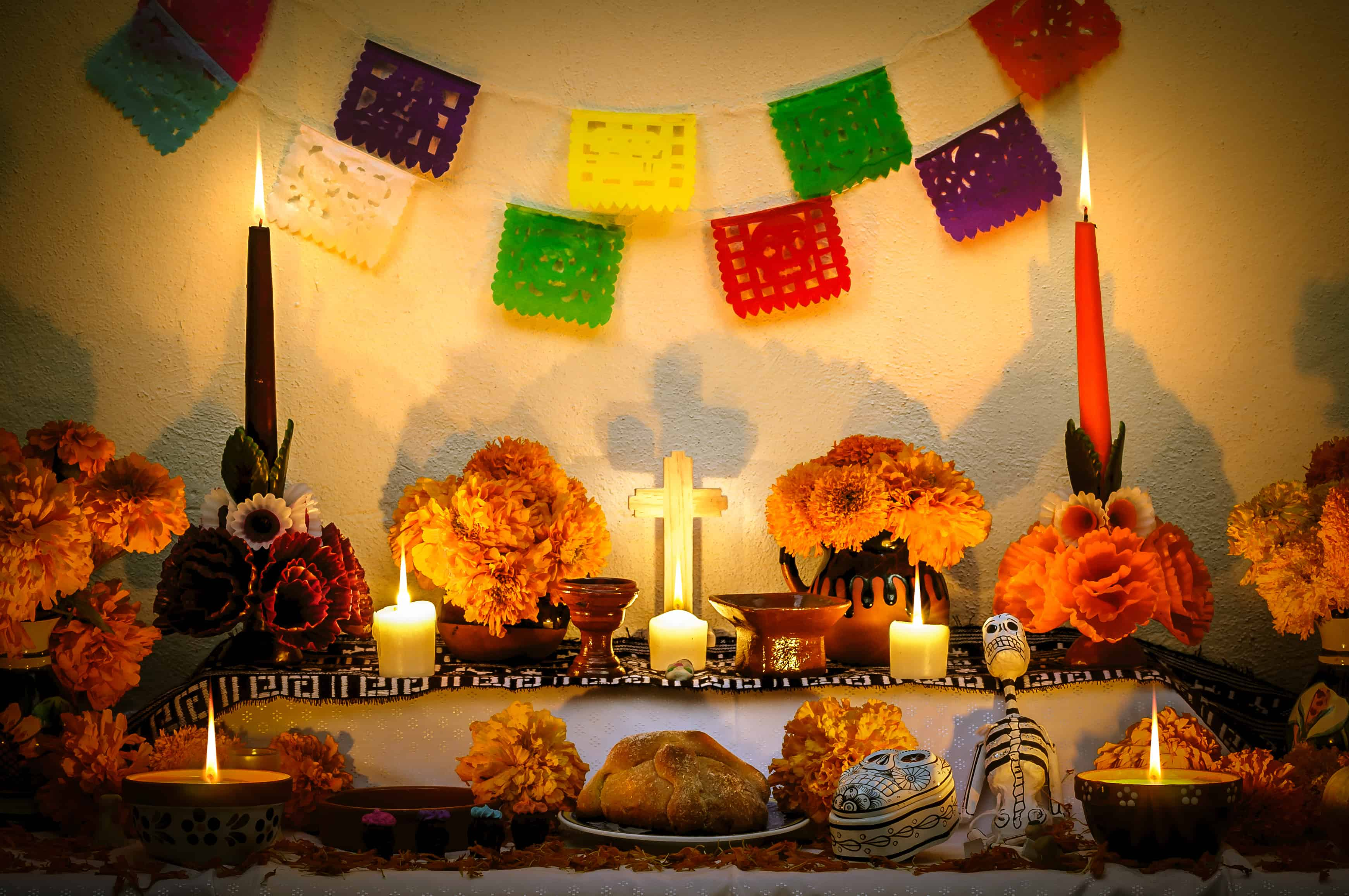 Mexican day of the dead altar, Dia de Muertos, day of the dead facts