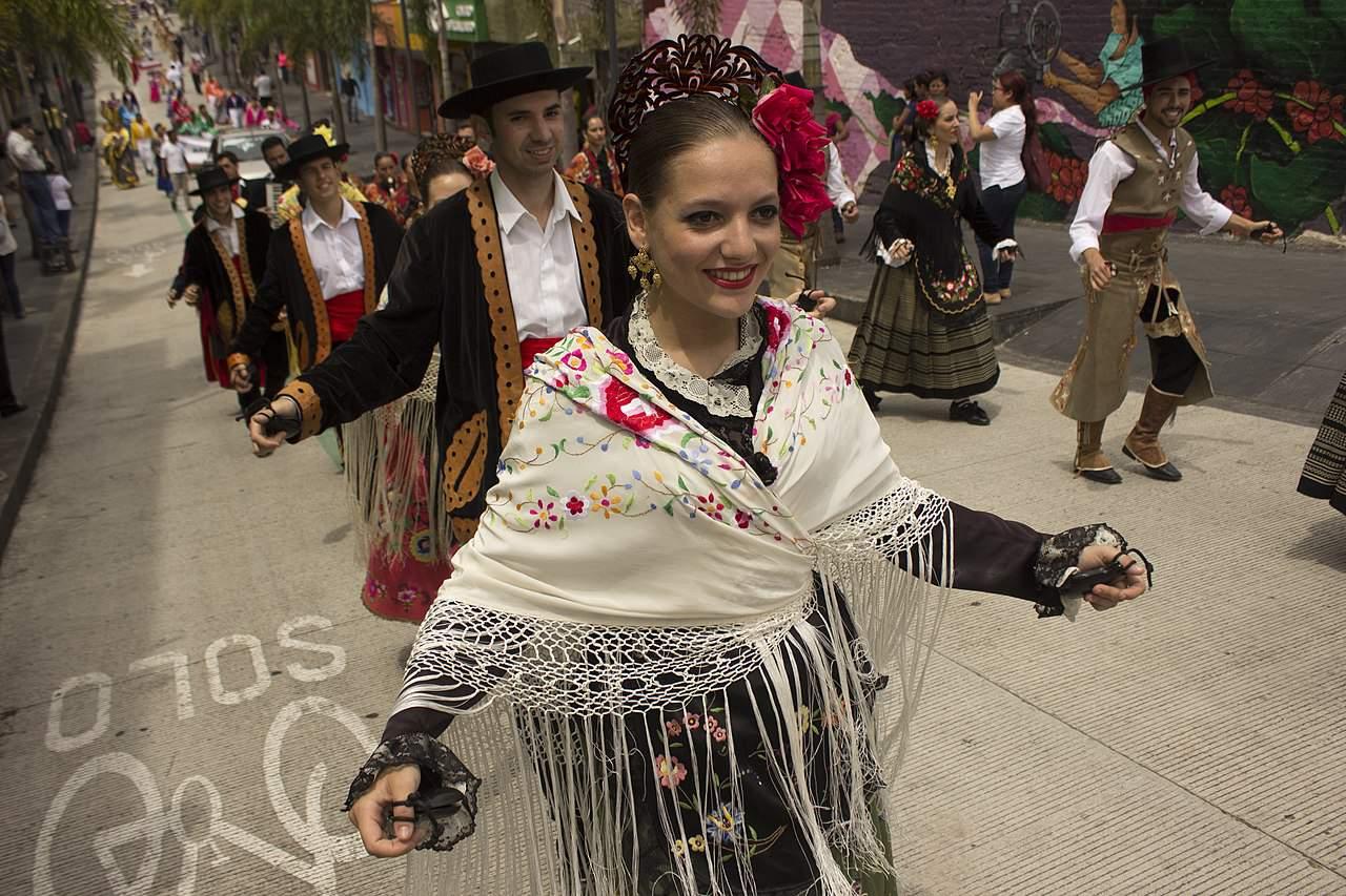 traditional spanish clothing