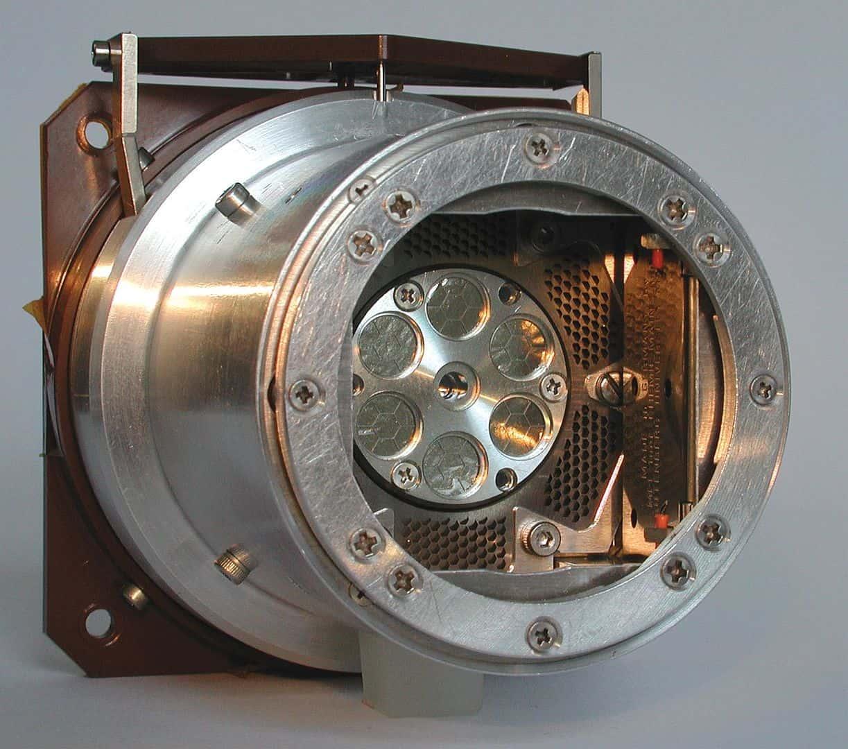 Marie Curie Gerçekler, Curium Spektrometresi