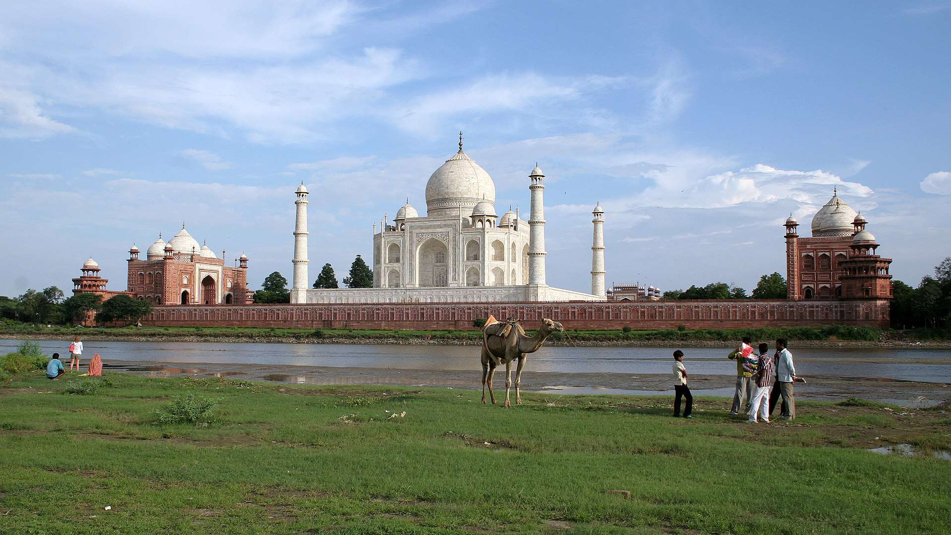Taj Mahal Facts, Taj Mahal and the Yamuna River