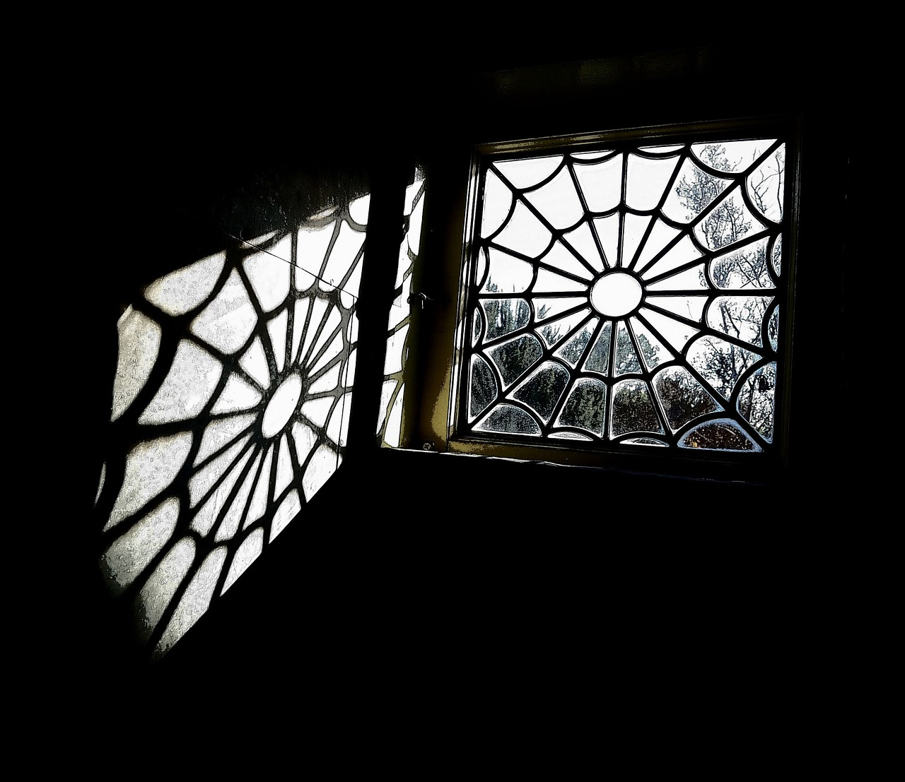 window, winchester mystery house